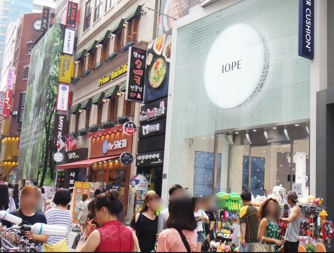 尤其明洞是外國遊客韓國行必去的購物街,明洞的化妝品店也從2012年的38家到2014年快速增至127家。
