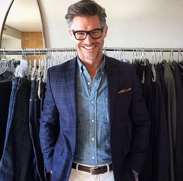 他是L.A.模特經紀公司的一名男模,同時也是活動企劃人,還在一些雜誌是專欄作家...總之他就是一個全才!(主要是臉長得好)