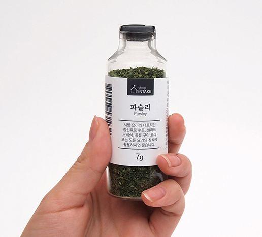 另外如乾香草、肉桂、黑胡椒這一類香料,鯷魚粉、香菇粉等天然調味料...參考價7g~30g起價2000韓元(約55新台幣)