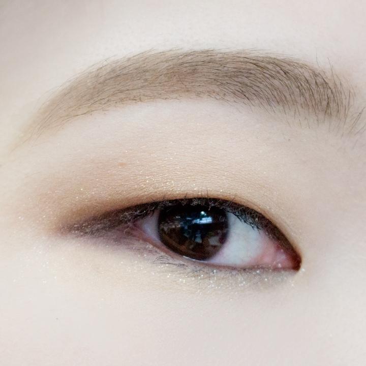 還有最後的最後~(到底有完沒完XDD)淺棕色眼影畫出臥蠶!加上臥蠶之後是不是看上去更神采奕奕了。