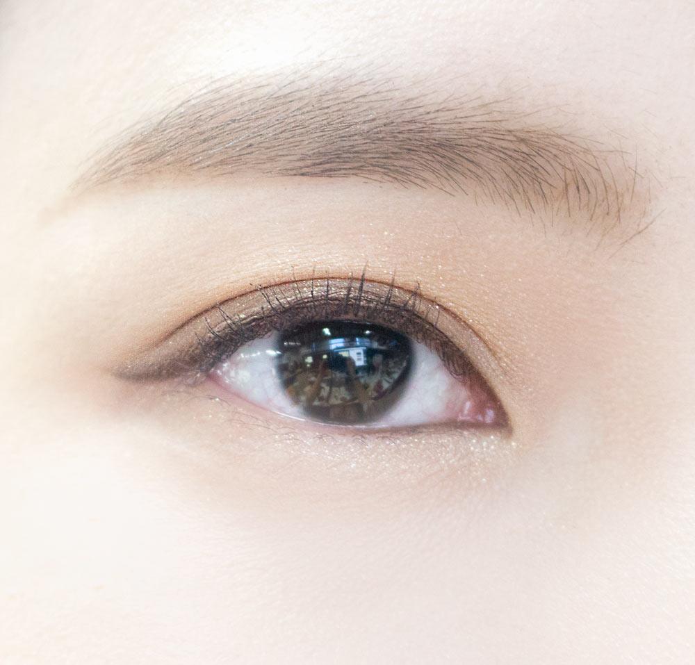 OK~現在雙眼皮眼妝也大功告成了ㅎㅎ 整個眼妝走的都是棕色系,會給人一種暖暖的感覺,最適合秋天不過了!
