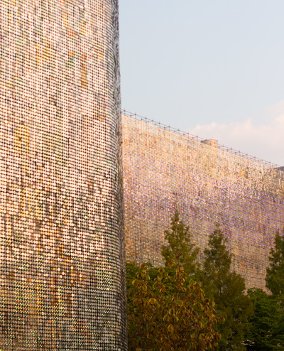 就算你不能來參加這次的藝術展,也記得以後有機會來韓國,一定去看一次這面藝術牆!
