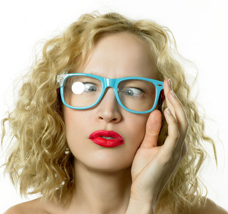 """隨著年齡的增加,視力也開始變差,最終造成""""老花眼""""。但是最近老花眼患者的年齡層卻正在漸漸變年輕。"""