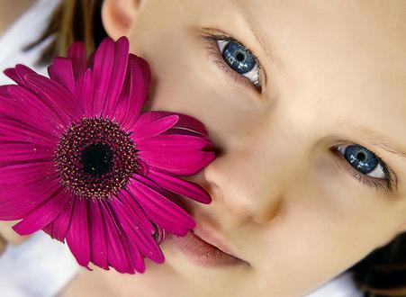 如果開始疑心有老花眼症狀,就應該趕緊開始保護眼睛,為了防止老花眼的5種方法,趕緊學起來。