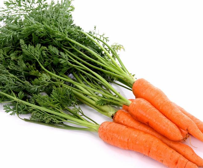 除此之外,還要多吃含抗氧化劑豐富的胡蘿蔔和地瓜等食物,從飲食上促進眼睛健康。