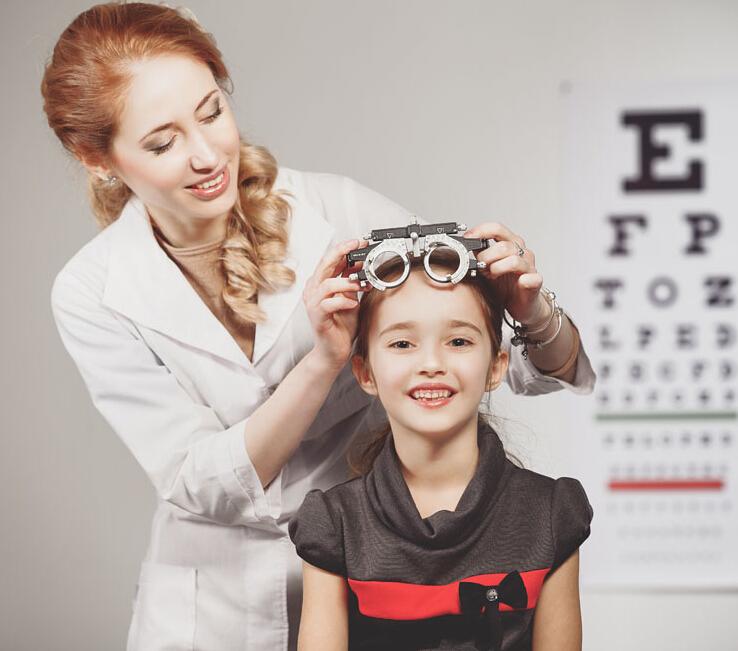 當然最重要的還是1年1次的視力檢測,早日做好預防措施。