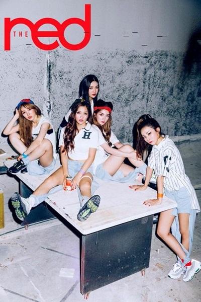 不要說日本女孩,韓國女孩也是很喜歡貓耳的喔!像我們Red Velvet隊長Irene最近在〈Dumb Dumb〉中也是綁了可愛的貓耳頭,喜歡低調一點貓耳的女孩可以參考她~