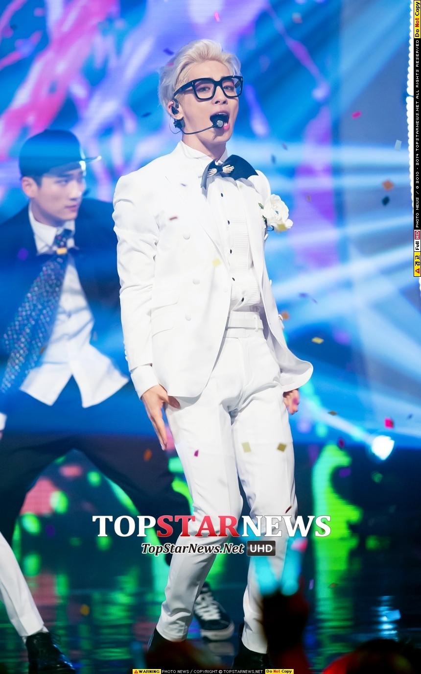 SHINee鐘鉉!!! 說到偶像最棒的主唱,他肯定被名列其中~是很有實力的歌手呢~!