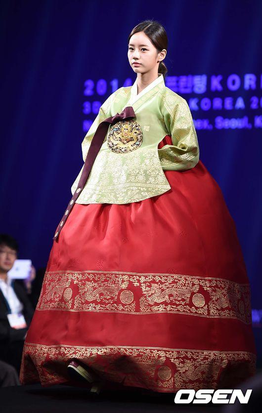 這時候可能會穿上美麗的傳統服飾「韓服」