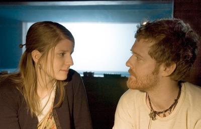 「曾經。愛是唯一」是一部音樂電影~ 電影中〈Falling Slowly〉獲得奧斯卡最佳原創歌曲獎...