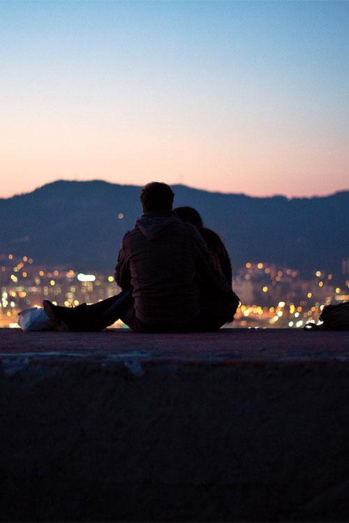 感到辛苦和疲憊時,愛的人給我一個擁抱的話,會給我慰藉讓我溫暖。 你是否也有一個這樣的人?你想把你心跳的聲音給他聽... :)