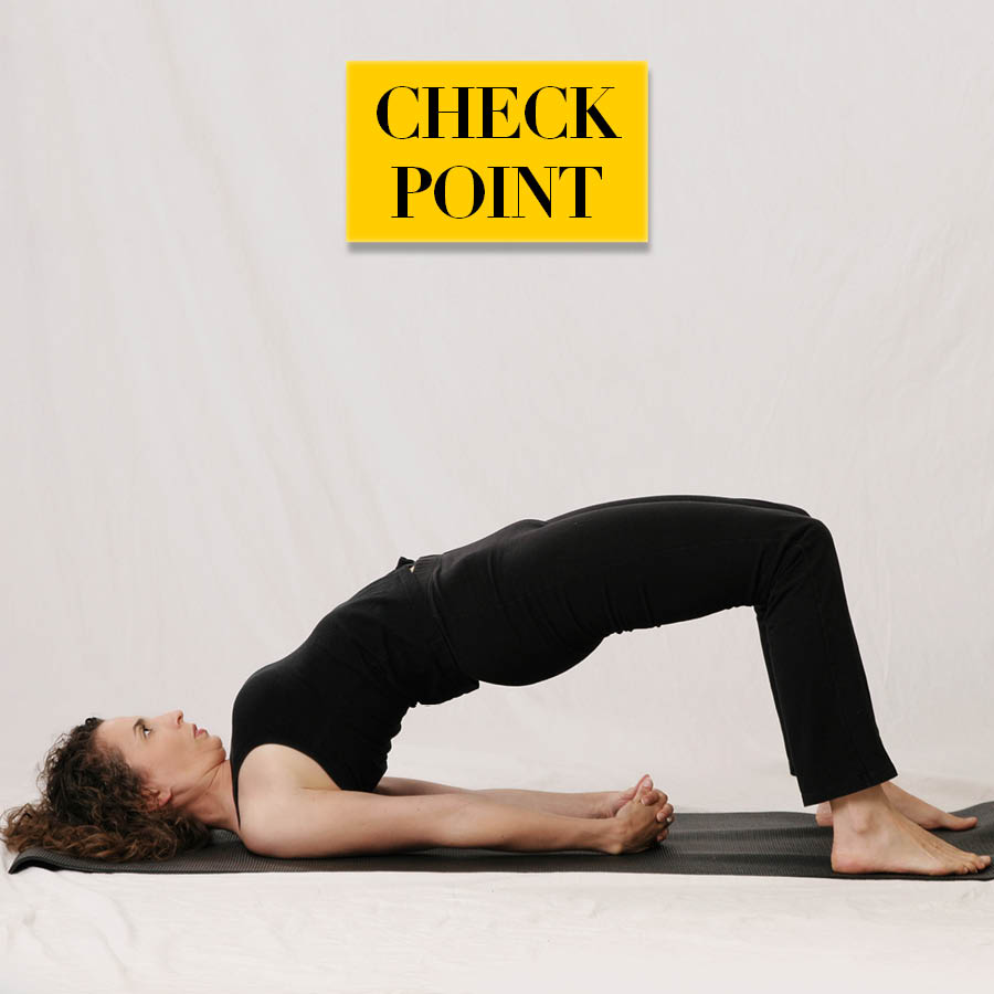 橋式 (Bridge)動作注意要點: 在做抬臀動作時,注意是否只是抬起了腰部和胸部,並沒有抬臀