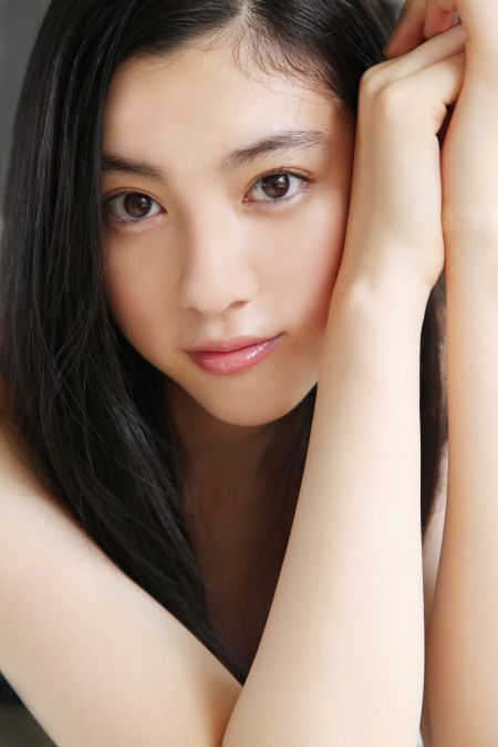 雖然是模特兒出身,也當過歌手,但是現在以演員身份活躍中