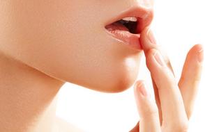 #4. DIY唇彩 除了單純的潤唇,還能做成唇彩了呢!