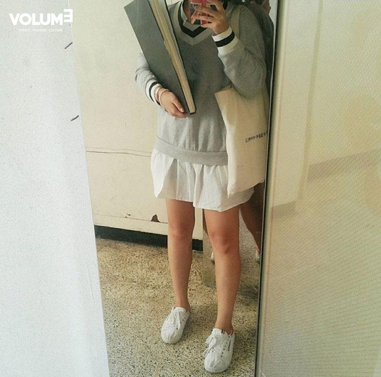 這個復古的帆布包包也是今天韓妞人手一件的單品,反正韓國的時尚就是跟風,什麼流行,就什麼恨不得全韓都人手一件!