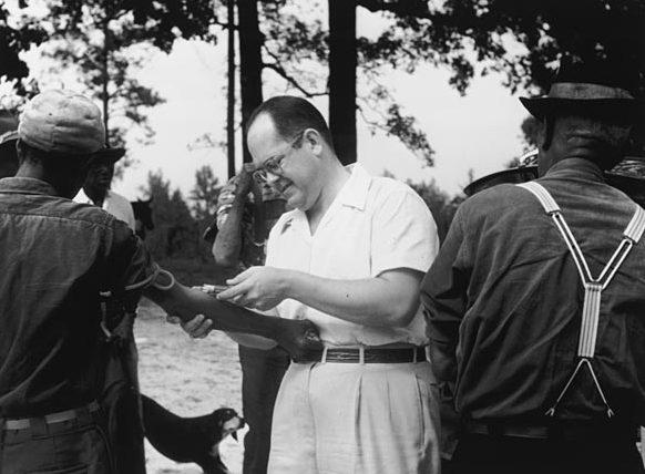 這項實驗一直進行到1972年,歷時長達40年。直到當年7月,美聯社記者才通過一名前公共衛生部官員提供的線索,首次揭開 「塔斯基吉梅毒實驗」的黑幕,旋即在美國各界、特別是黑人等少數族裔群體中引起軒然大波。