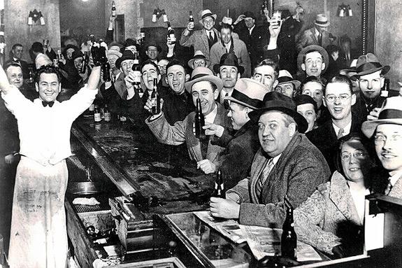 在禁酒令沒起絲毫作用後,FBI也終於認清了強行禁止飲酒是一項艱難的任務。