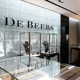在戴比爾斯的控制之下,鑽石的價格在一年之內,幾乎翻了2倍。