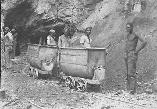 戴比爾斯公司始終嚴格控制鑽石產量,以謀取暴利,一直持續到二戰以後,鑽石的人氣開始下滑。