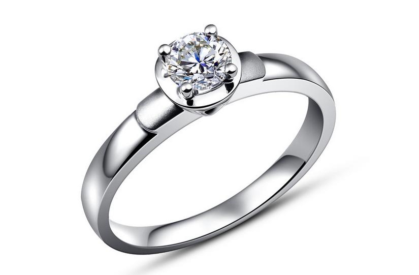在鑽石人氣下滑的時候,戴比爾斯公為了恢復鑽石的人氣,又把鑽戒包裝成婚戒和財富、名譽的象徵。