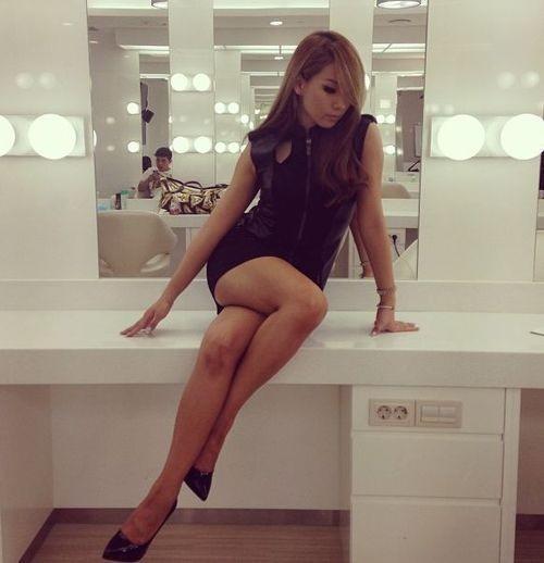 但最近更散發出濃濃女人味,給人性感的感覺~ 以下就是網友整理最近變性感的彩琳(CL),你覺得適合她嗎?