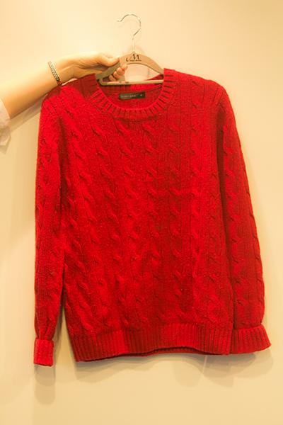 Chapter2. 正確的掛毛衣方法 我們通常都是用衣架直接掛起來放在衣櫃保管