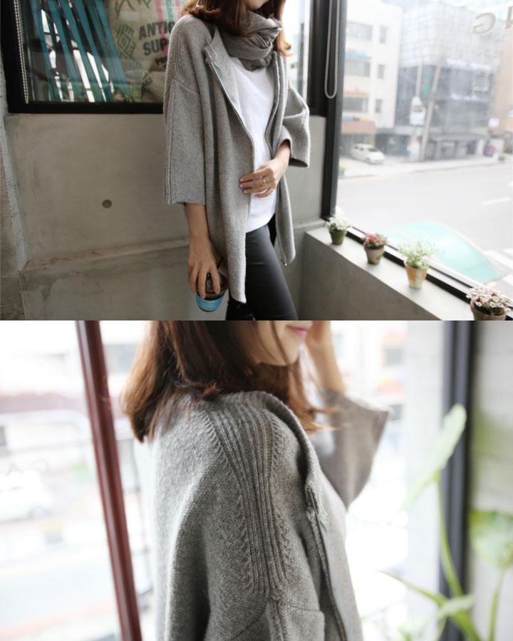 7分袖毛衣加上一條拉鏈馬上就正式了不少,韓妞絕對不會錯過任何一個搭配細節,一條同色系圍巾是不是更有造型感了!