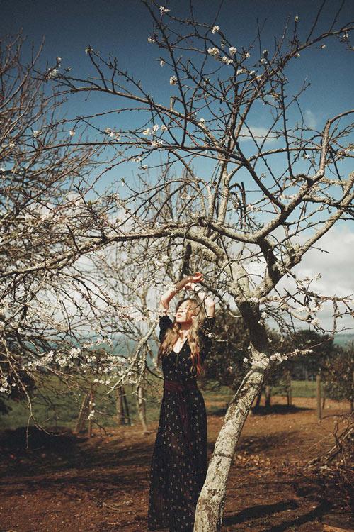 從少女時代的春意盎然變身了秋的女子