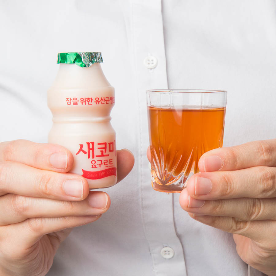 所以小編為了大家又不遺餘力的找到了一種解救小方案!那就是喝的時候加一點養樂多或者青梅汁,而且兩者對治療便秘也很有幫助,加養樂多的話會有甜甜的味道,加青梅汁喝起來是酸酸甜甜的味道。