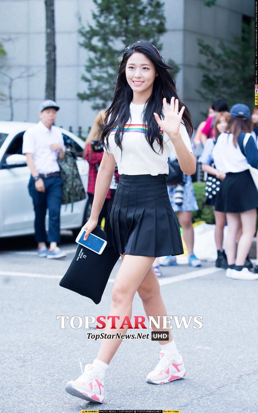 TOP 1: AOA 雪炫 雪炫近來真的是人氣強強滾~可說是新一代女神接班人~聽說被封為軍中情人~欸~這樣的軍中情人這個月也要來台灣了欸~鄉民們肯定等不及了吧?