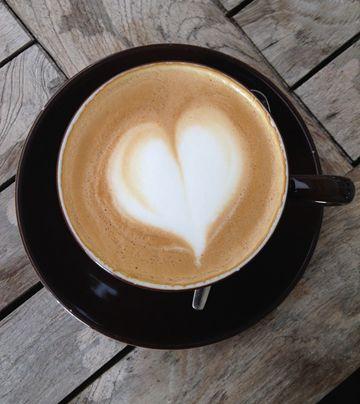 今天就要介紹在不想出門 家裡沒有咖啡機 也能輕鬆享受有香甜奶泡咖啡拿鐵的密訣!