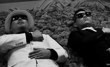 像Epik High早期的作品〈Trot 〉歌詞中就呼叫了 嘻哈界的前輩Leessang前來助陣 「就像獨自留下的Gary哥一樣 無路可去」 而「路」的韓語發音就和Leessang中另一名成員「吉」的發音一樣