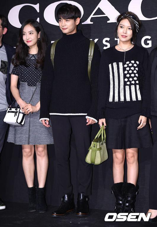 上周五,美國時尚品牌COACH在首爾舉行的backstage party,吸引不少大明星光臨~光看這時尚潮範!!!就讓人想一窺這季的新商品了吧~(顯示為超容易被洗腦)