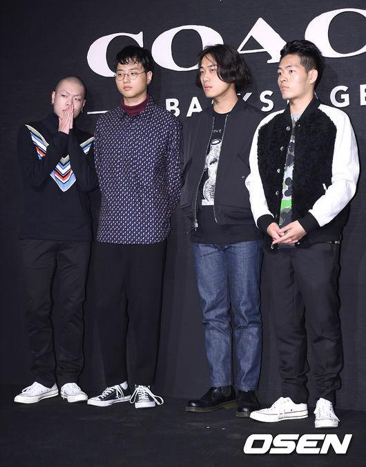 你看連從地下樂團崛起,目前簽給Epik High Tablo的赫吳樂團,都因此而潮了起來~果然是人要衣裝啊(揍飛)
