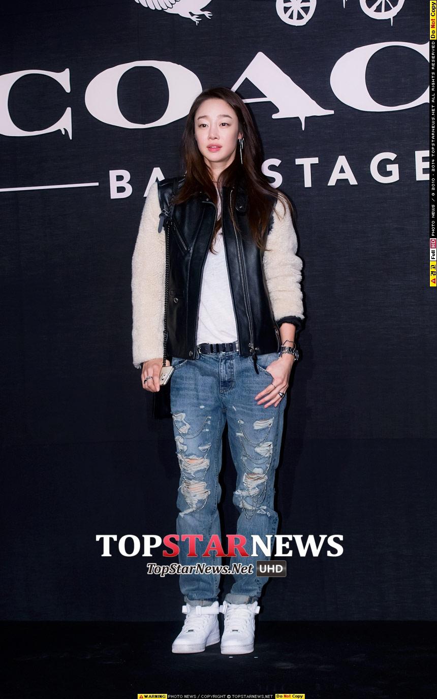 演員崔汝珍在電視機前的表現大家都不陌生,但她其實身高176是模特兒,腿超長der~
