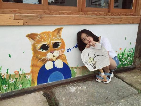 而且韓國女生超奇怪的~小時候都沆拎沆拎圓滾滾~但發育期過後抽長,整個人變瘦很多