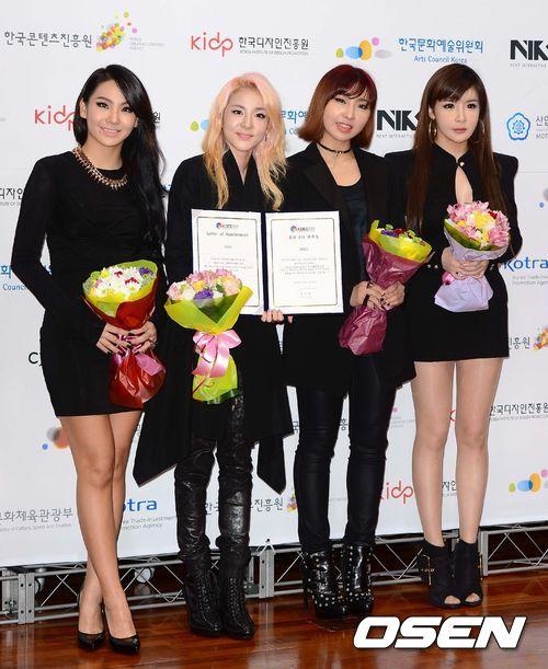 韓國輿論對藝人的醜聞總是反應很大,導致每每藝人消失反省期長達3~5年的都有!然而YG娛樂又表示2NE1的合約即將在明年到期~唉~真的是好想要2NE1回歸啊~希望還能再看到4人合體的樣子ㅠㅠ