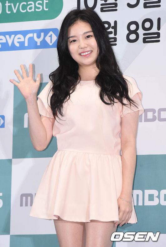 還有因為綜藝《拜託爸爸》而被大眾熟知的新星 演技派演員曹在顯的女兒曹惠靜