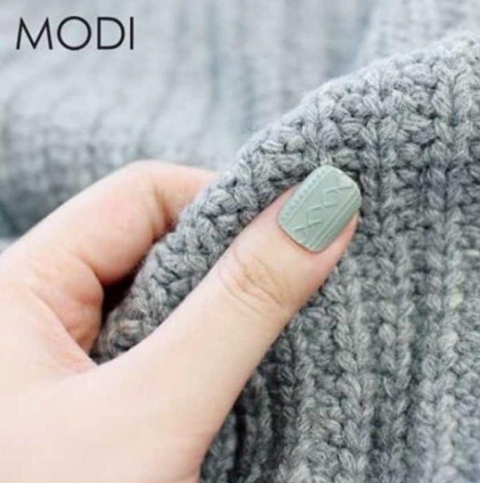 最近韓國指彩品牌MODI帶動的新招,適當的加入針織麻花的元素在指彩裡面,讓你的美甲也馬上看起來秋意濃濃~