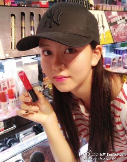 當然也不會錯過藥妝店體驗囉! 還開心的分享與同樣來自韓國的美妝產品的合照!