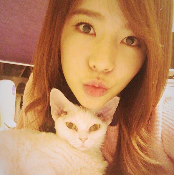 同隊的Sunny也幫忙助威,在IG寫下「對太妍感到無比驕傲」,幫太妍加加油