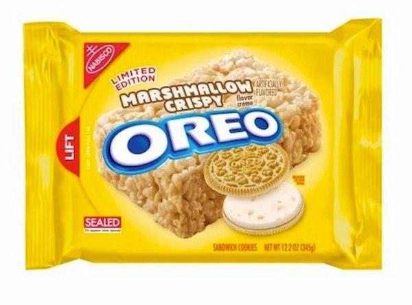 跳脫大家對 Oreo巧克力餅乾和奶油夾心的印象 這款Oreo不止將夾心換成了甜蜜的棉花糖口味 也將外層換成了奶油餅乾