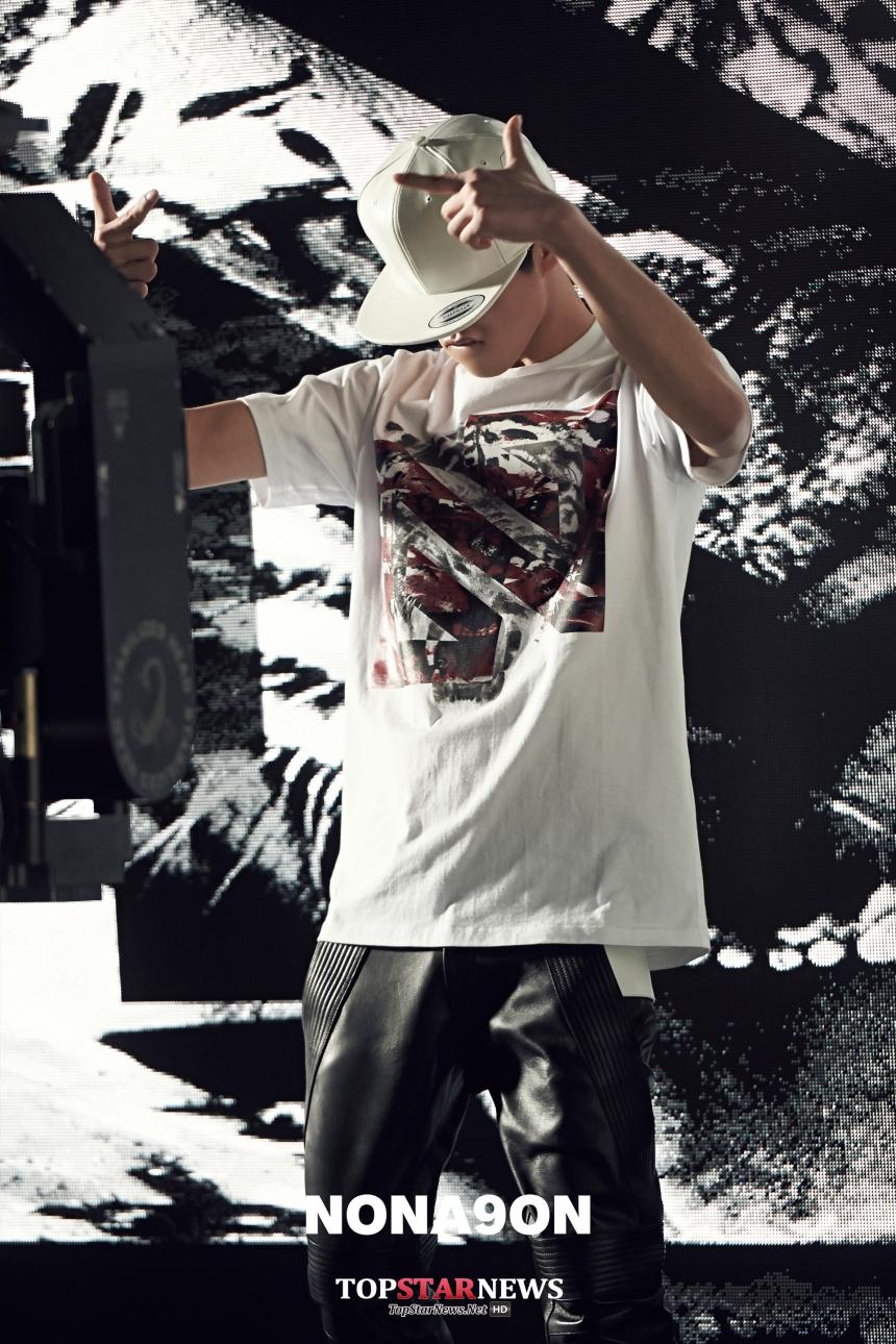 在舞台上面表演時,已經不只考驗你的饒舌實力,更是表演的整體性,而這就是YG實力rapper的特點!