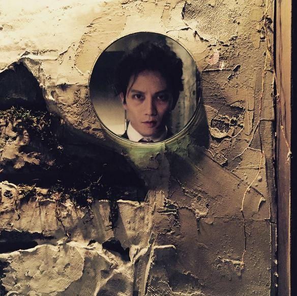 出演短片電影 <我的鄰居是吸血鬼>的地成,在自己的IG上公開了幾張自己飾演的吸血鬼的劇照。