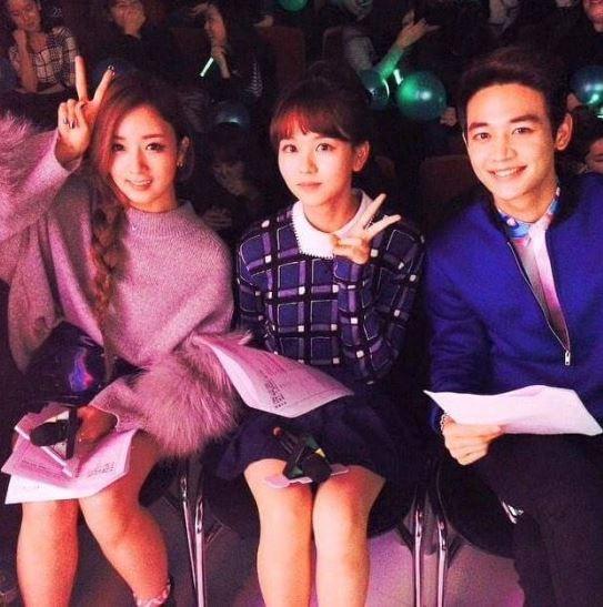 不止SM公司內  個性開朗的珉豪和年紀相彷的演員們也很有話聊