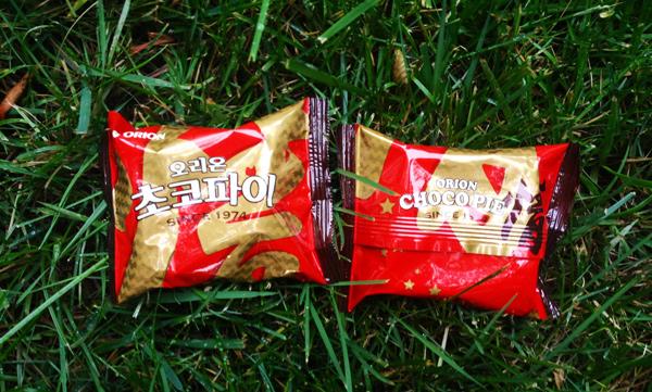 巧克力派的魅力 已經從先前的去韓國必買 到現在直接攻佔台灣的零食區  果然對甜食的熱愛不分國界