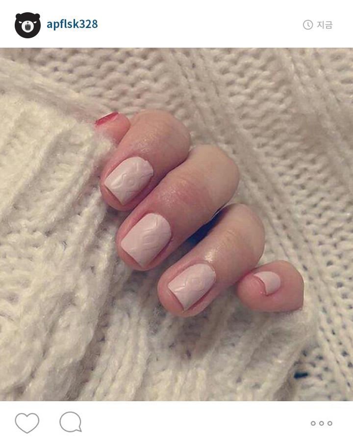 搭配秋季的毛衣和全部上同色系的指甲擺在一起 有一種溫暖的感覺!