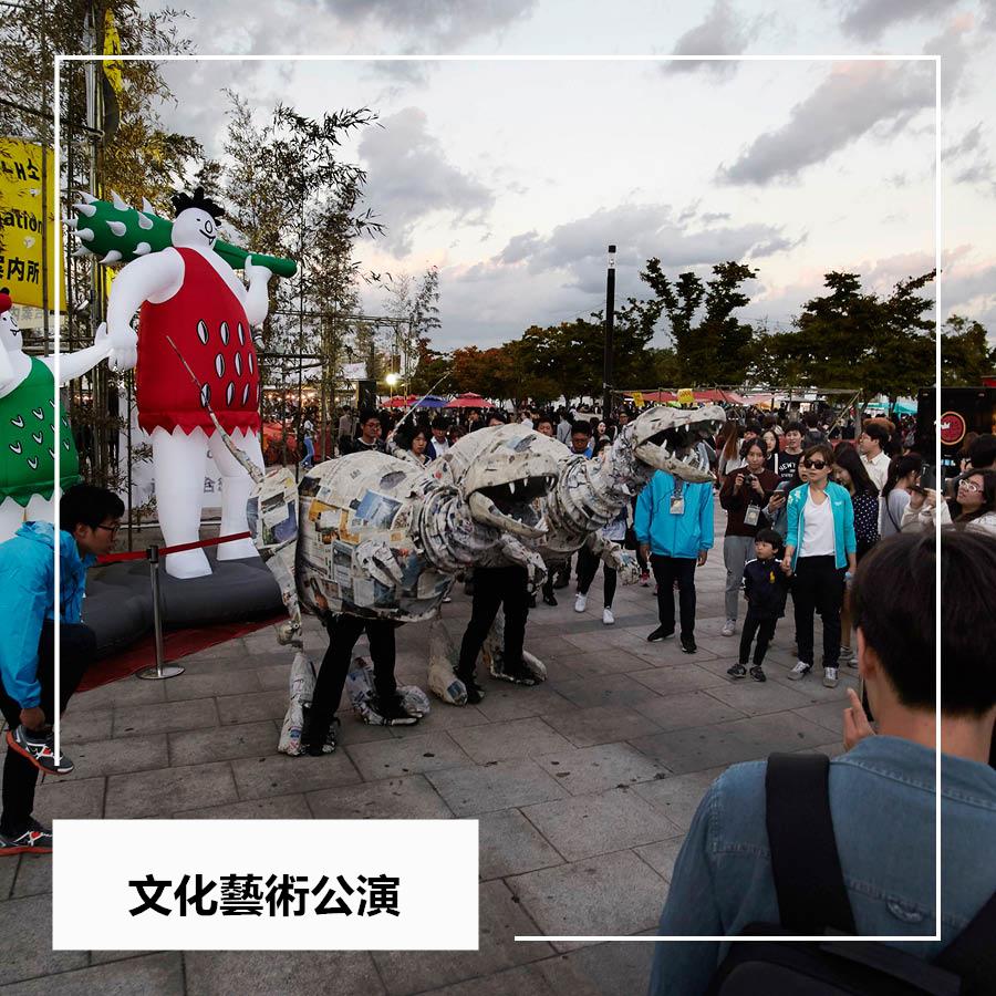 吃完,逛完,當然還要感受下鬼市傳統的韓國文化藝術公演了,馬戲團,四物表演(打擊樂),木偶戲,還有很多不知名樂隊的街頭賣唱等