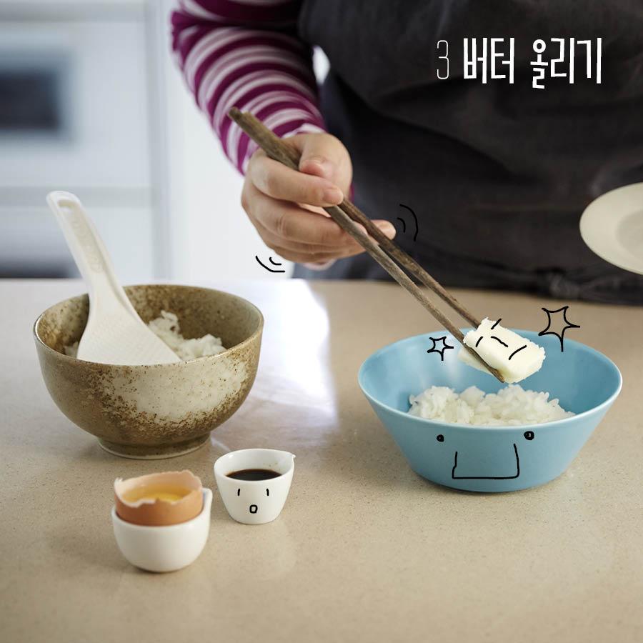 再在飯中放上塊添加鹽的奶油  無鹽的奶油通常是製作麵包時添加的 可別搞混囉!