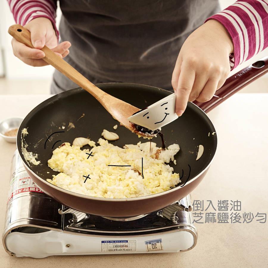 空投醬油和芝麻鹽入鍋